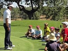 Curso de golf para niños con escasos recursos