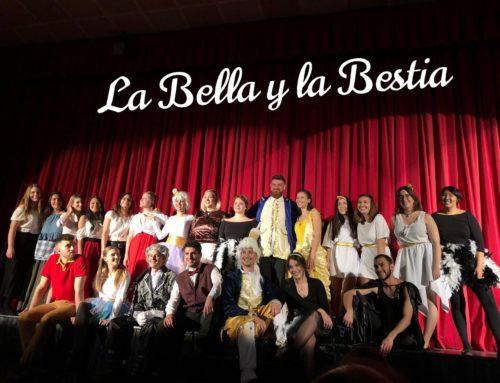 'La Bella y la Bestia' representada por estudiantes de Escuni. Agradecimiento y clic gráfico.