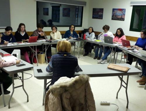 Sesión de trabajo de la profesora Mª Dolores Peralta con los estudiantes del título internacional ESPECIALISTA EN EDUCACIÓN INTERCULTURAL A LA LUZ DE LA PEDAGOGÍA POVEDANA